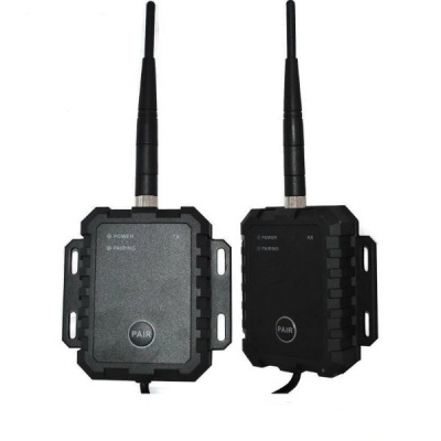 Wireless digital transmitter and receiver for reversing camera